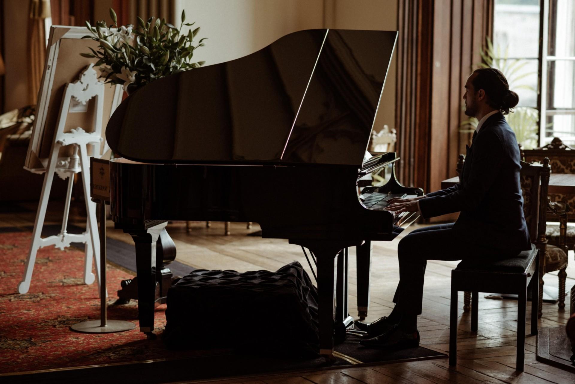 Connor Going pianist, singer
